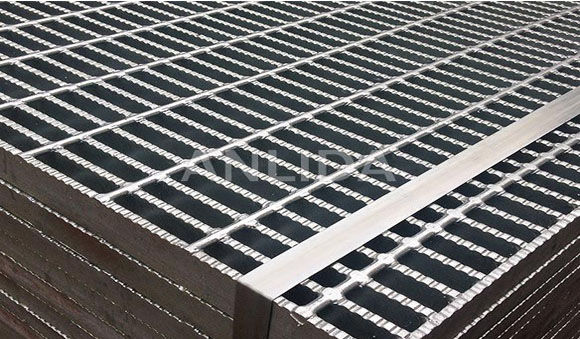 Serrated Grating Preventing Unexpected Slip Or Falls