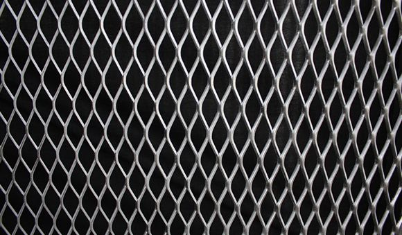 What are the characteristics of building expanded metal mesh